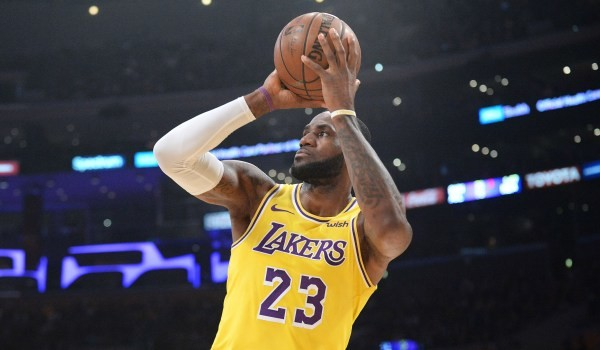 LeBron won't apologize for China comments