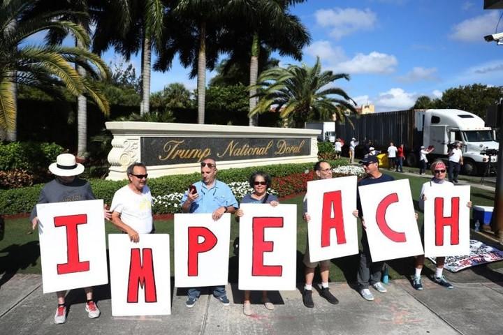 Hundreds of pro-impeachment rallies