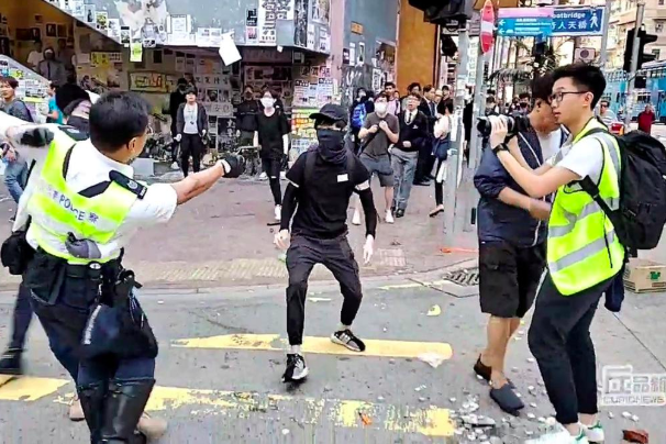 Violent clashes in Hong Kong