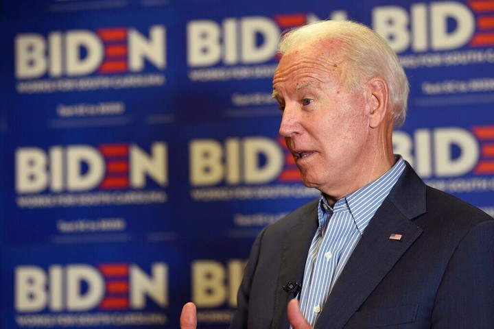 Biden skips questions about Ukraine-again