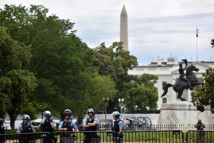 New fencing encircles White House; continued federal forces on Day 5 of D.C. protests