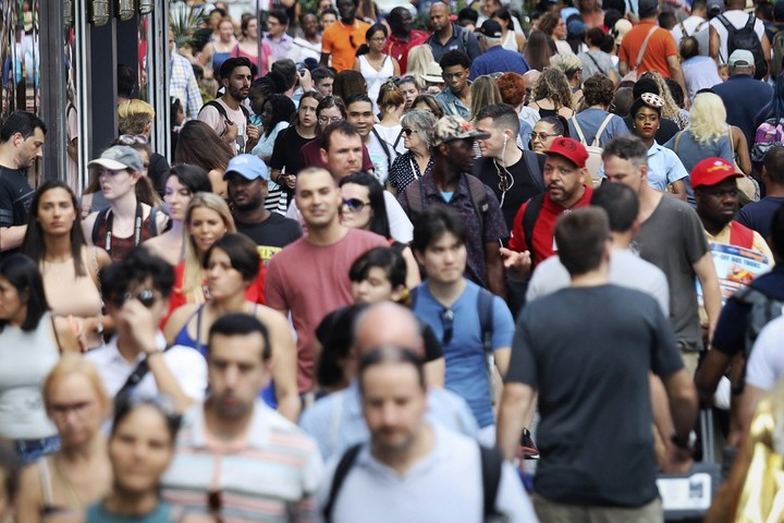 Census shows white decline, nonwhite majority among youngest
