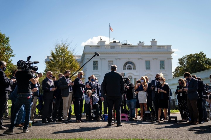 Confusion, concern infiltrate White House as Trump heads to hospital