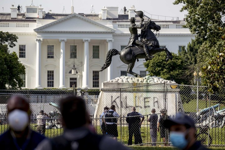 U.S. Marshals told to prepare to help protect monuments nationwide as Trump targets people who vandalize structures during protests