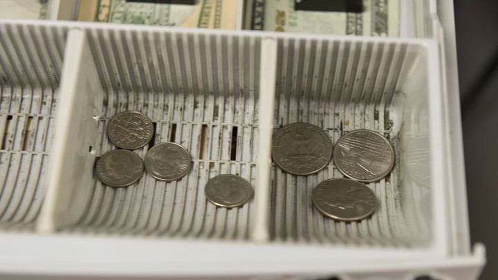 Coin shortage prompts bank to pay you for spare change: 'It has never happened before'