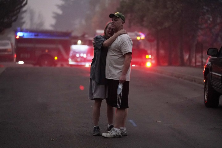'Evacuate Now:' Oregon wildfires grow as 500K told to flee