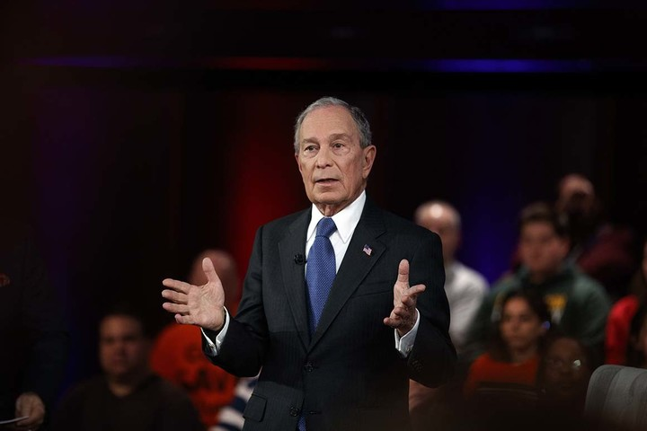 Bloomberg lays off hundreds