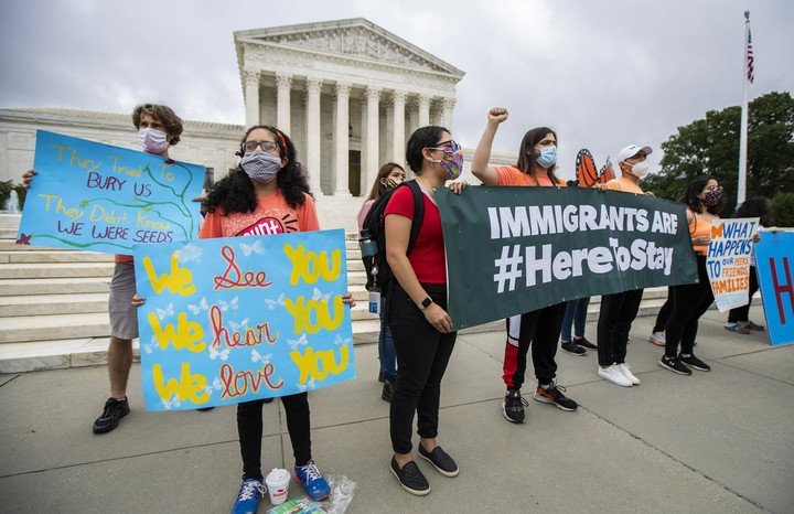 Court rejects Trump bid to end young immigrants' protections