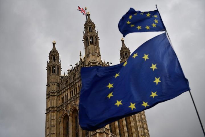 Half of UK wants to rejoin EU?