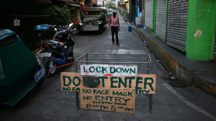 Philippines president orders police to shoot those who violate quarantines