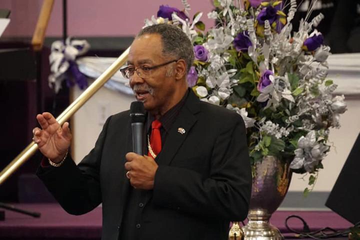 Virginia pastor who defiantly held church service dies of coronavirus