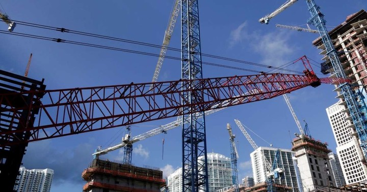 Trump team weighs $1 trillion for infrastructure to spur economy