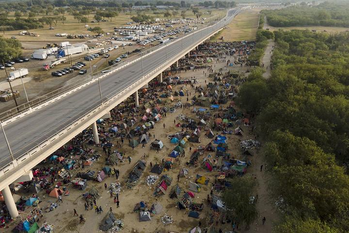 Biden slips into political quicksand amid Haitian migrant buildup