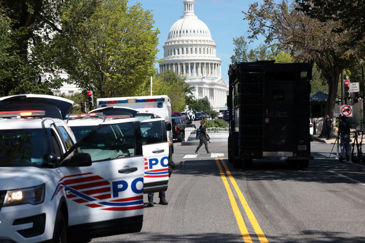 North Carolina man surrenders after Capitol Hill bomb threat that forced evacuation of surrounding area