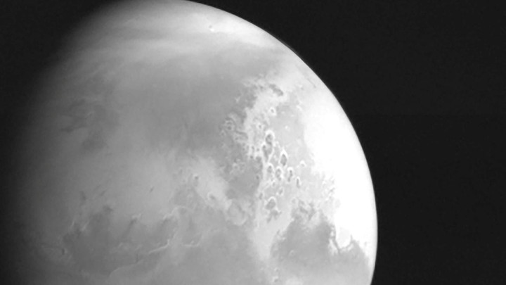 China's space probe sends back first image of Mars, landing scheduled this year