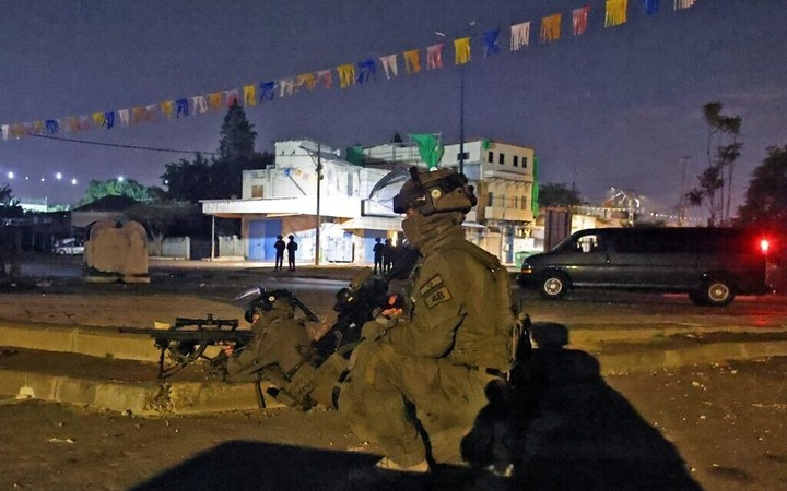 Soldier viciously beaten in Jaffa, synagogue burned in Lod, as rioting deepens