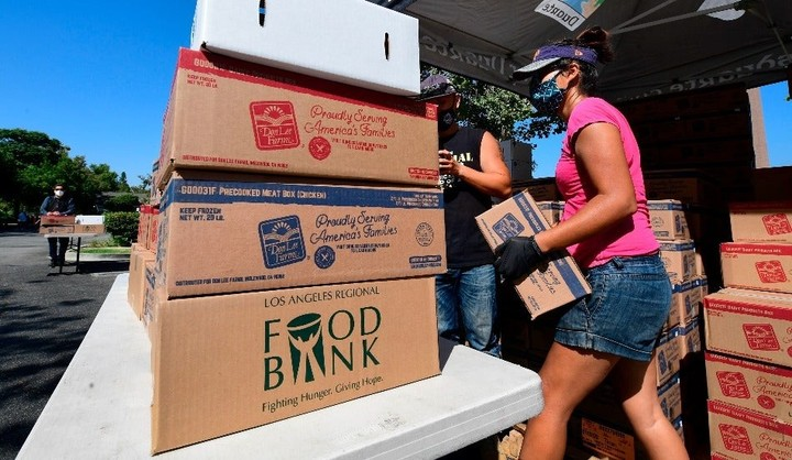 Long lines form at food banks across country ahead of Thanksgiving