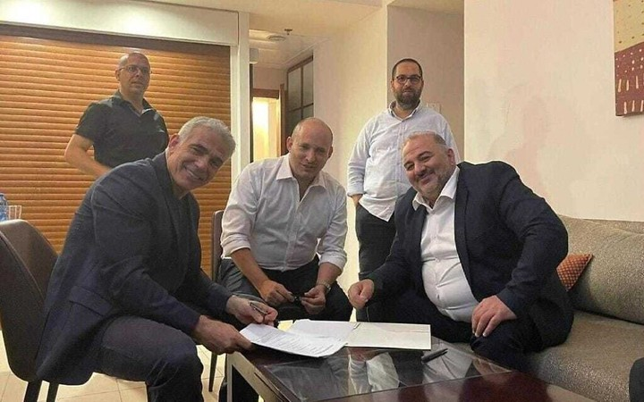 Lapid informs Rivlin he's managed to form a gov't — but difficulties remain
