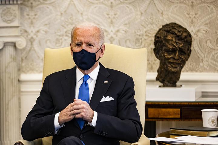 New mask wars threaten Biden's pandemic response at critical moment