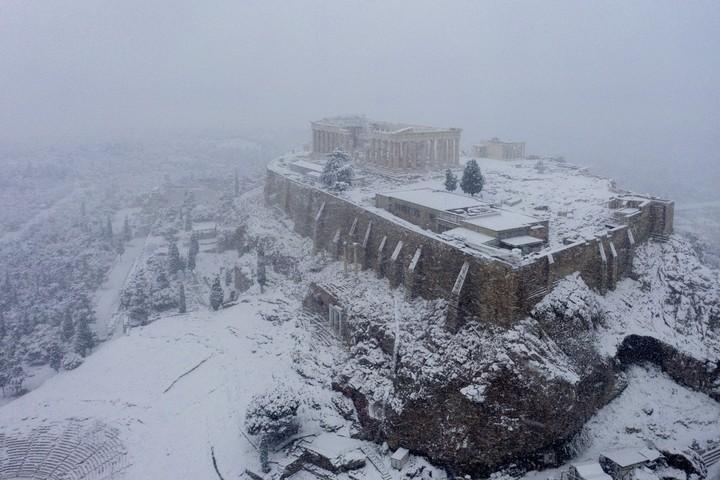 In Athens, rare snow blankets Acropolis, halts vaccinations