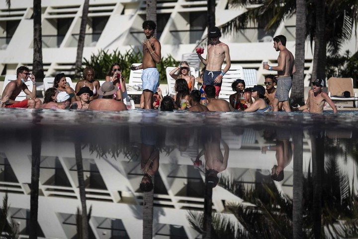Spring break: For Cancún workers, it's money vs. health