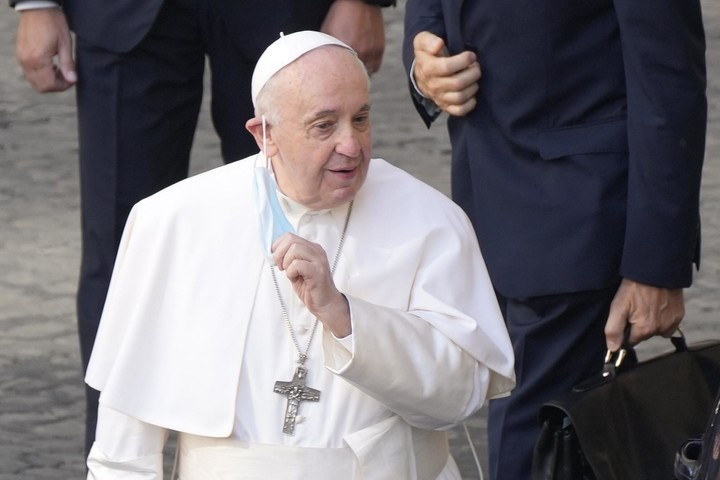 Pope Francis hospitalized for planned intestinal surgery