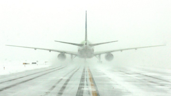 Airlines cancel 1,200+ flights ahead of winter storm as snow falls on East Coast