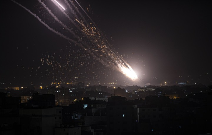 Hamas launches new attack on Israel after Jerusalem clashes