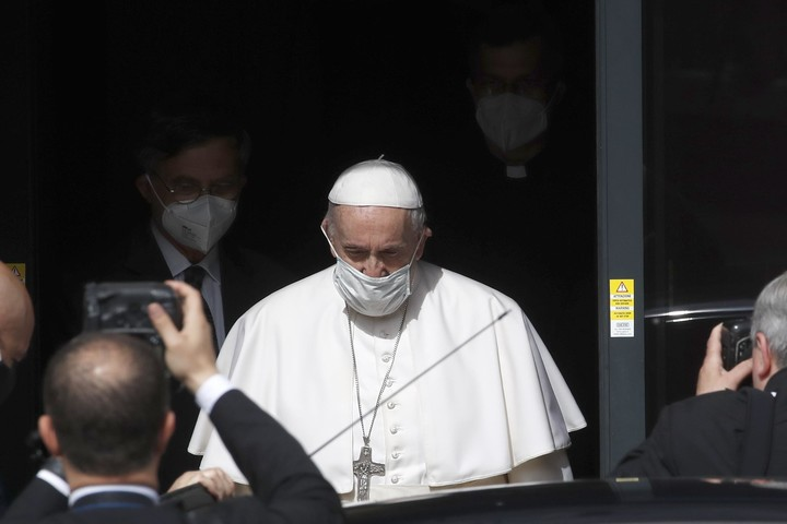 Pope to Vatican's own media workers: Who reads your news?