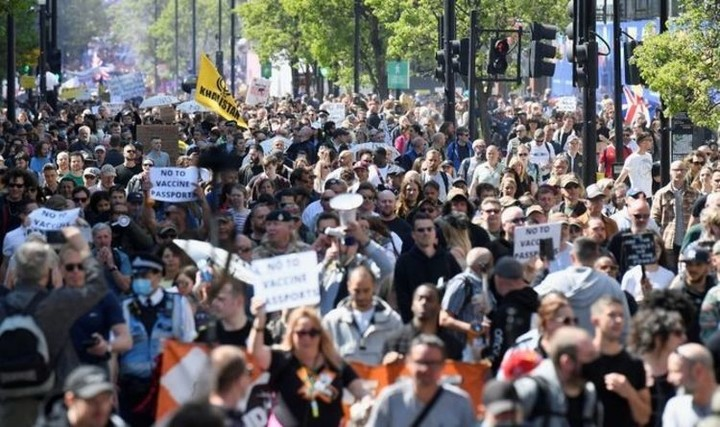 London protest: Thousands march in fury over lockdown and vaccine passports
