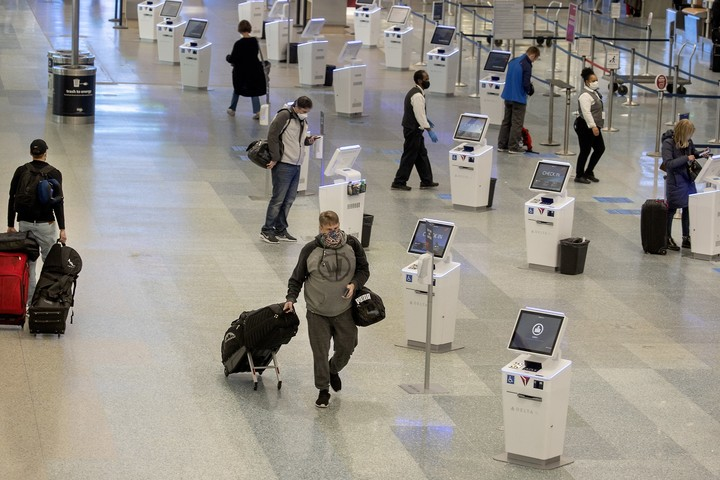 CDC pleads with Americans to avoid Thanksgiving travel