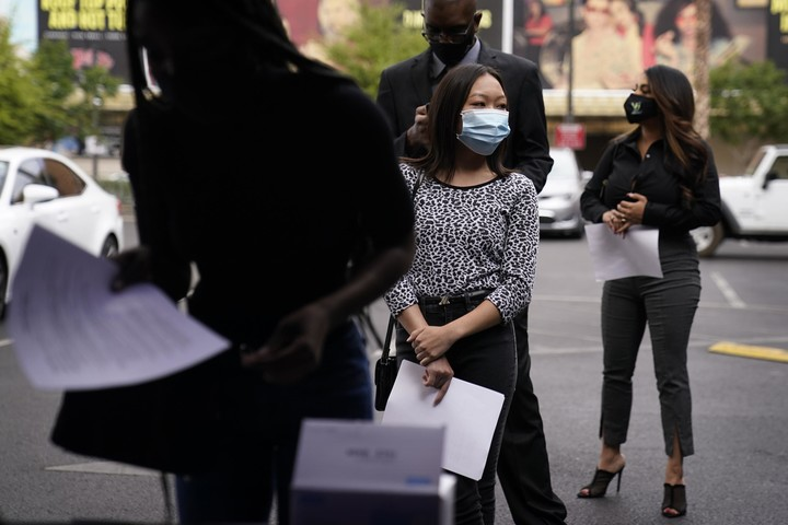 Jobless claims drop 13,000 to 553,000 as economy heals