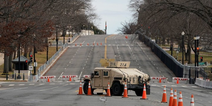 Troops, Blockades and Eerie Quiet Pervade a Locked-Down Washington