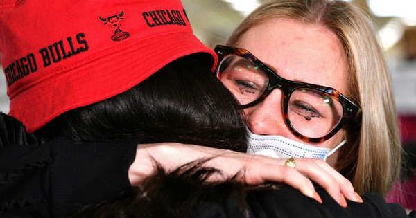Hugs, tears as Australia-New Zealand travel bubble opens