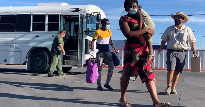 Biden administration releases Haitian migrant families at Del Rio gas station