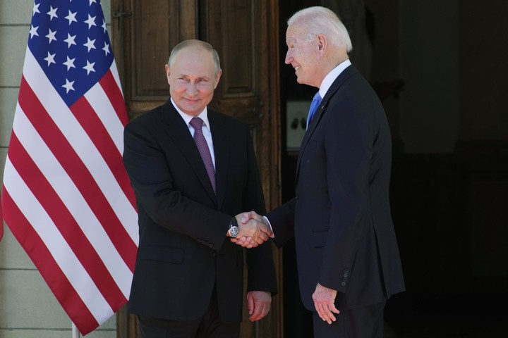'Two great powers': Biden, Putin plunge into hours of talks