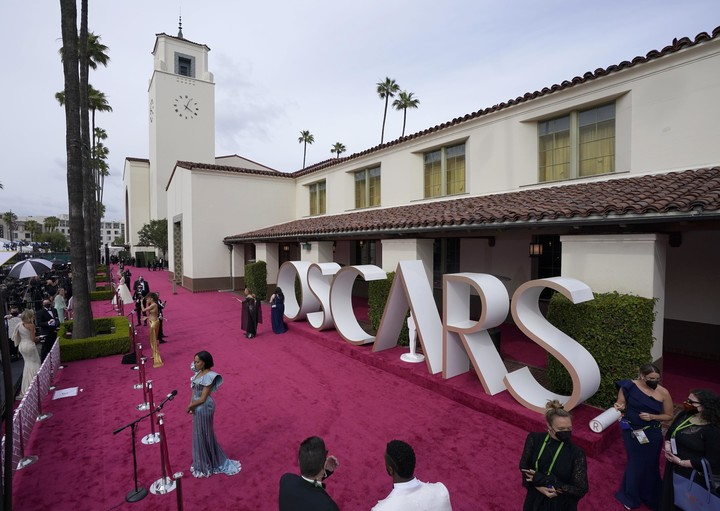 Academy Awards television audience plummets to 9.85 million