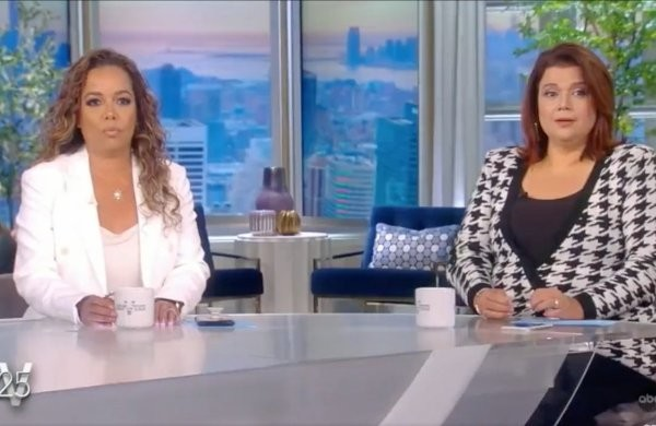 """LIVE Right Now: Chaos at """"The View"""" as 2 Hosts Test Positive for COVID and Leave Set, Kamala Harris Does Interview Off Stage"""