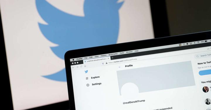 Trump Seeks Reinstatement of Twitter Account in Court Filing